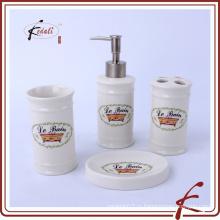 Аксессуары для ванных комнат из керамики