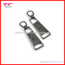 Customized Gun Metal Debossed Logo Zipper Puller for Sportswear