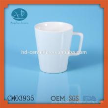 Tasses de café blanc solides avec poignée spéciale
