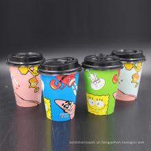 copos de café descartáveis em papel de natal