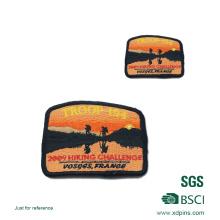 Benutzerdefinierte Logo Patch / rote Farbe Stickerei Abzeichen