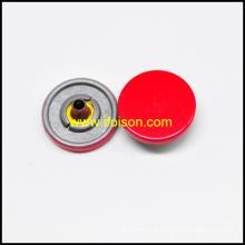 Bouton-pression avec la couleur de l'émail rouge