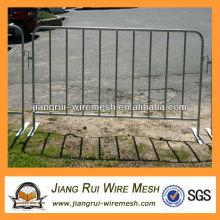 pedestrian fence / pedestrian barrier