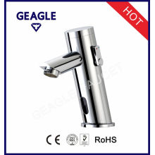 El agua fría y caliente libre de plomo integra los grifos infrarrojos del lavabo del golpecito 8907