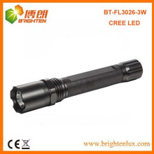Vente en gros CE Rohs Aluminium cree 3W Super Bright Police Led Lampe de poche avec batterie 2AA
