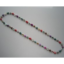 Collier de perles de coquillages multicolores