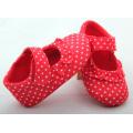 Belle chaussures de bébé rouge tachetées de 0 à 24 mois