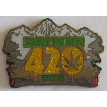 Hot Selling Metal Lapel Pin Emblema com Glitter (emblema-179)