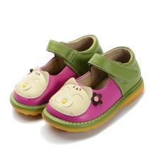 Grüne Baby-Mädchen-Katze-quietschende Schuhe handgemachtes weiches