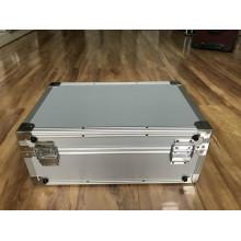 Weißer Aluminium-Gerätekoffer mit zweifarbigem Druck