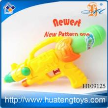 Индия пластиковые игрушки дешево водяной пистолет для оптовой H109125