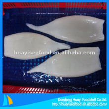 Le vendeur de fruits de mer exporte toutes sortes de tubes de calmar congelés