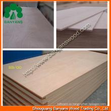 Contrachapado comercial de Okoume de 2.2 / 2.5 / 3 mm para aplicaciones de embalaje o muebles