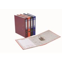 A4 Ringbuch auf Schreibtisch