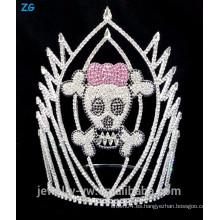 Corona de cristal coloreada del cráneo Halloween, corona asustadiza del cráneo para la venta