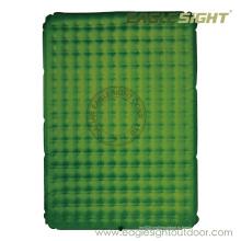 Надувать воздушный матрас для кемпинга использования