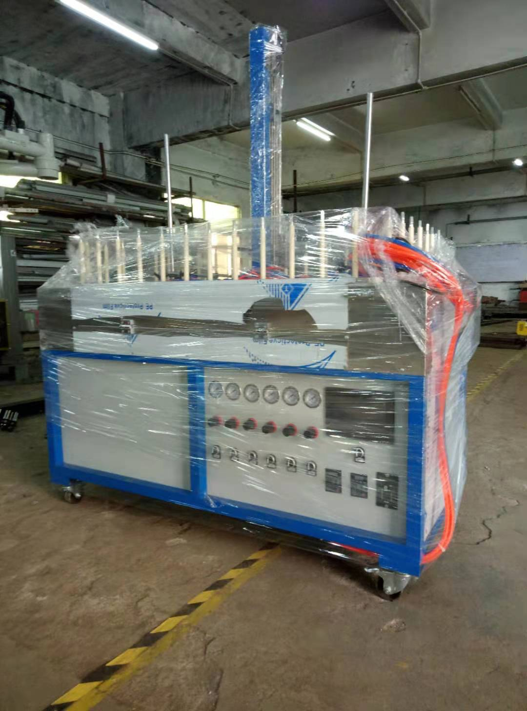 Mini up and down surrounding type spraying machine