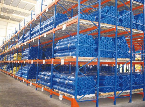Pallet Flow Rack for Storage of Cloth Rolls