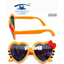 Kid′s Sunglasses Cheap Plastic Bright Color Cute Design Hollo Kitty Heart Shaped (E5228)