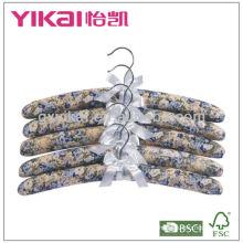 Cintres en tissu recouvert de tissu avec un long cintre