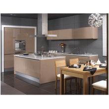 Armário de cozinha com porta lacada