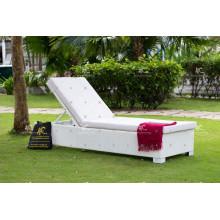 Último diseño de alta calidad de venta sintética de mimbre rattan playa sunlounge Muebles al aire libre