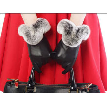 Forme a mujeres el conejo del invierno que la piel alineó los guantes de cuero