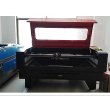 Máquina profissional de corte a laser para roupas da China