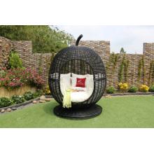 Extraño diseño ratán manzana forma sunbed para jardín al aire libre