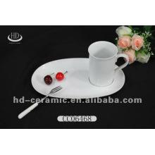 Керамическая кружка кофе с тарелкой