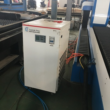 High-Tech-Faserlaser-CNC-Schneidemaschine