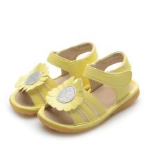Желтые сандалии для девочки с большим подсолнухом