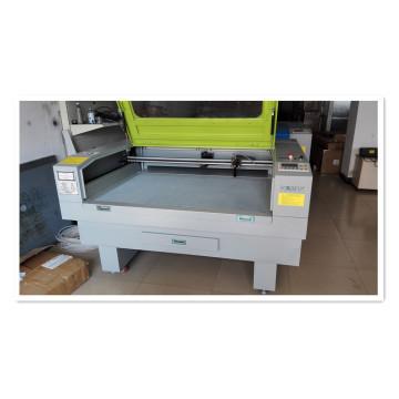 Máquina de corte y grabado láser para corte de tela / material de zapatos