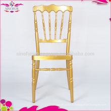 Chaise napoléon dans des chaises en métal