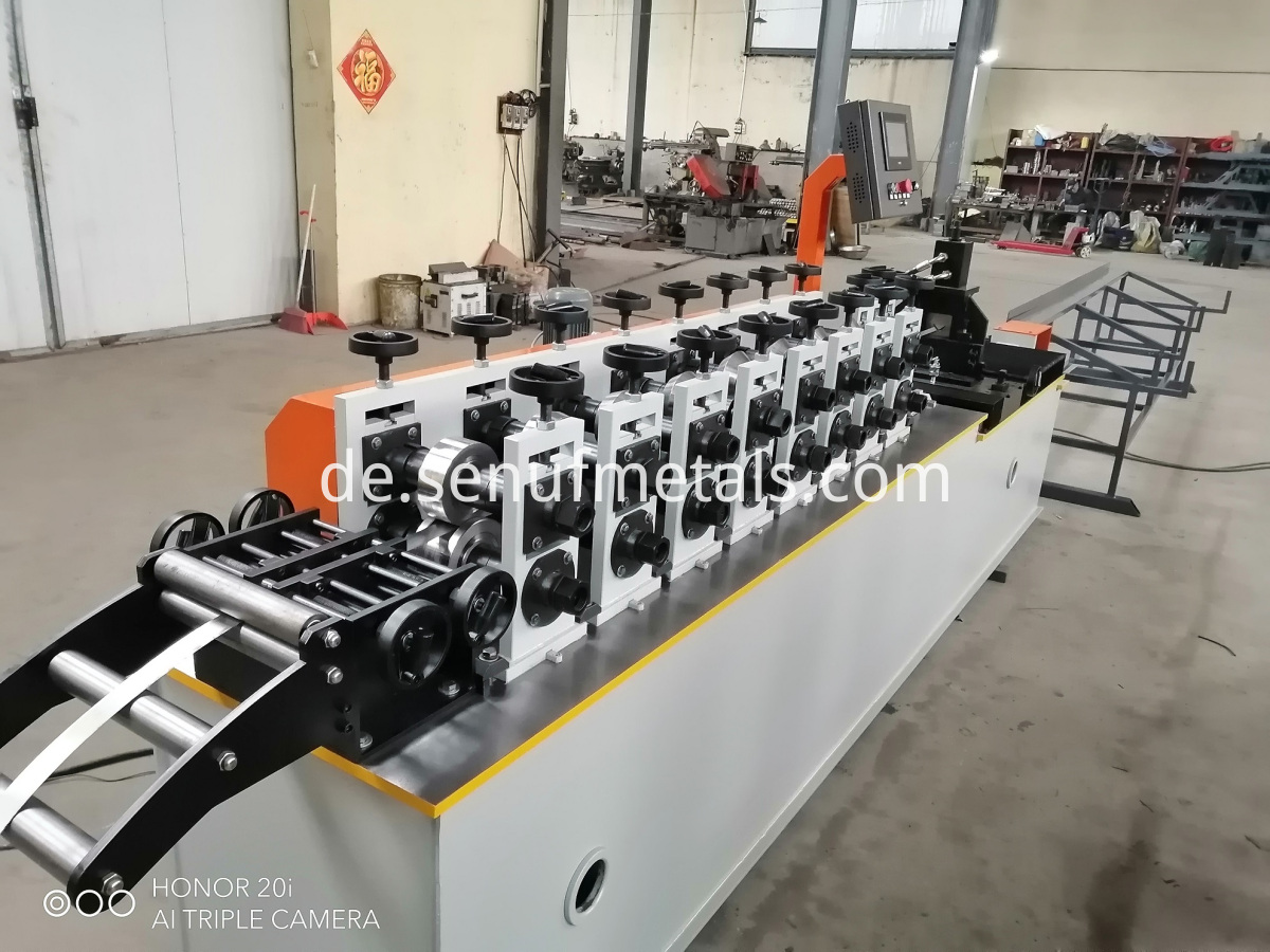 120 Mmin CUZ purlin roll forming machine (7)