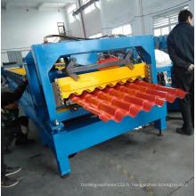 Machine de formage de tuile d'étape