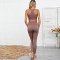 Roupas e trajes para ioga da moda