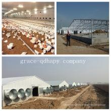 Casa da exploração avícola da casa pré-fabricada com todo o equipamento das aves domésticas