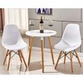 pequeña mesa de comedor de madera blanca
