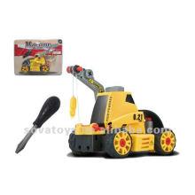 El carro favorito del niño monta el juguete