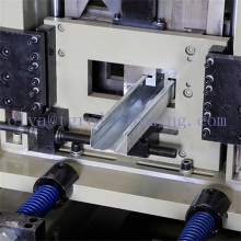 Machine de formage automatique de rouleaux de purlin CZ