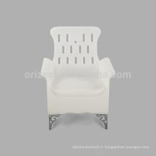 Fait dans l'apparence de mode de la Chine avec l'accoudoir pas cher chaises en plastique extérieures à vendre