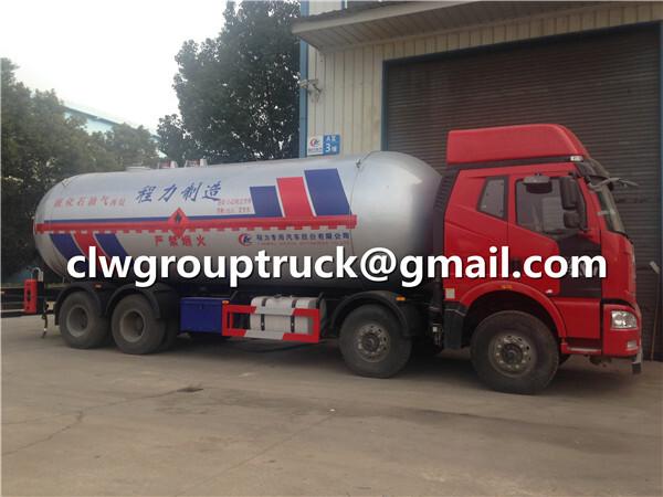LPG Tank Truck Whole Body
