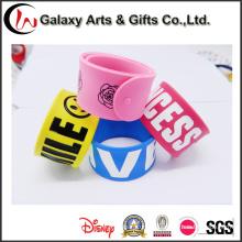 O logotipo personalizado Popular Silicone promoção lembrança Silicone tapa pulseiras como presentes de publicidade