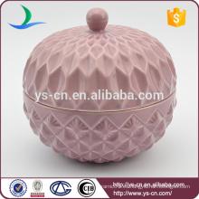 Recipiente de cerámica en relieve rosa con tapa para el hogar
