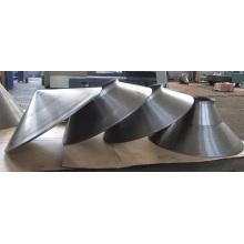 Parte profesional de la fábrica de metal que diseña piezas para hilar metal