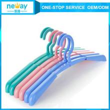 Anti-Schleudern und flexiblen Kunststoff Kleiderbügel