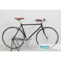 El vintage retro tiró la bicicleta fija del engranaje