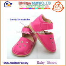 Chine fabricant bon marché jolie jeune fille chaussures squeaky