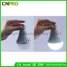 Bombilla de luz mágica de emergencia LED inteligente de agua 9W